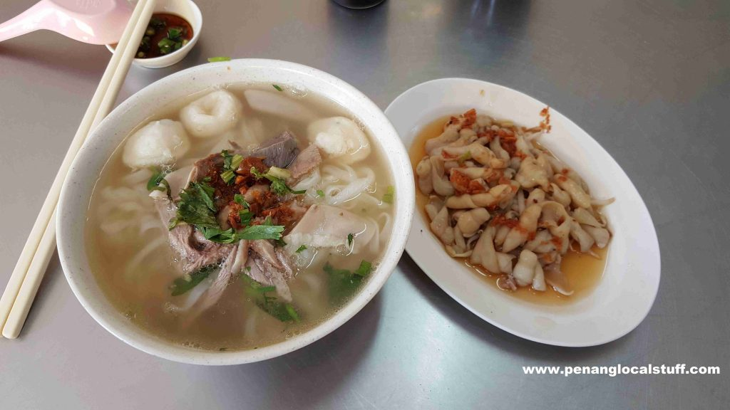 113 Duck Meat Koay Teow Th'ng And Duck Intestines