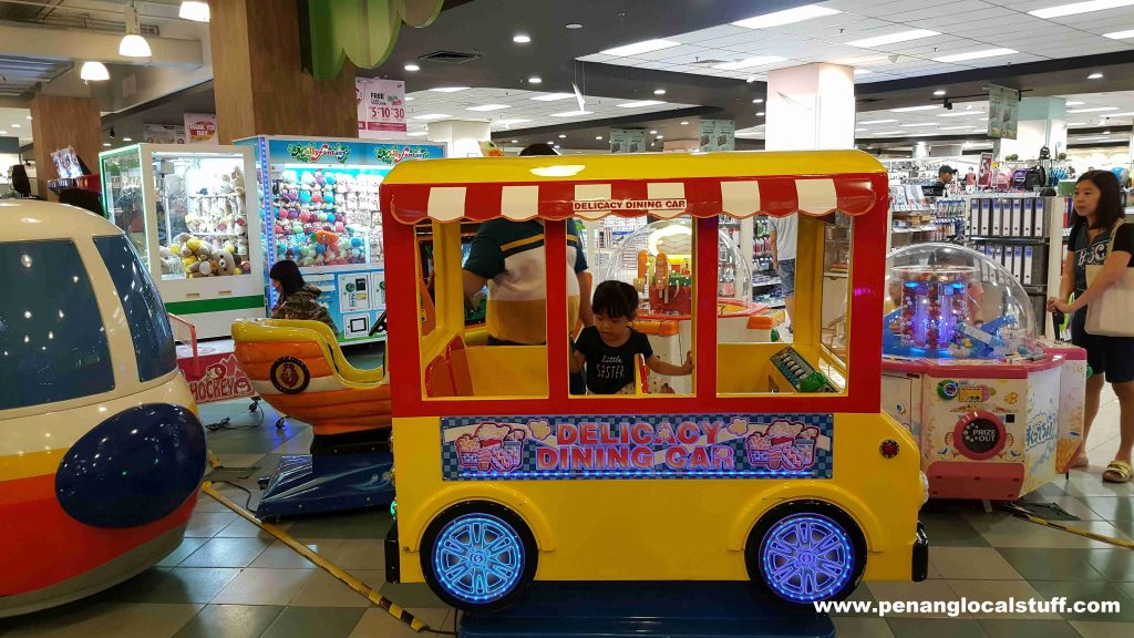 Molly Fantasy AEON Queensbay Mall - Dining Car Ride