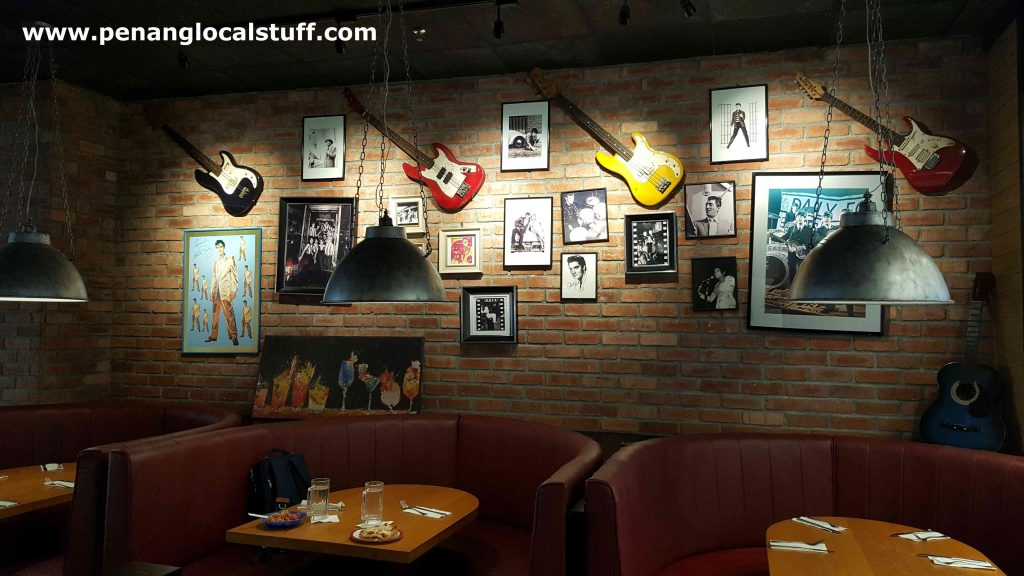 TGI Fridays Queensbay Mall Wall Decorations
