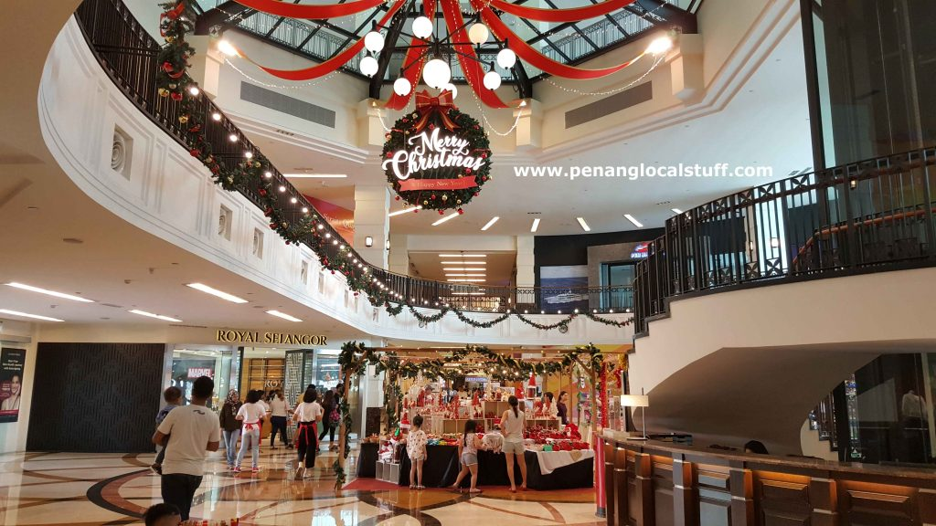 Christmas Decorations At Straits Quay