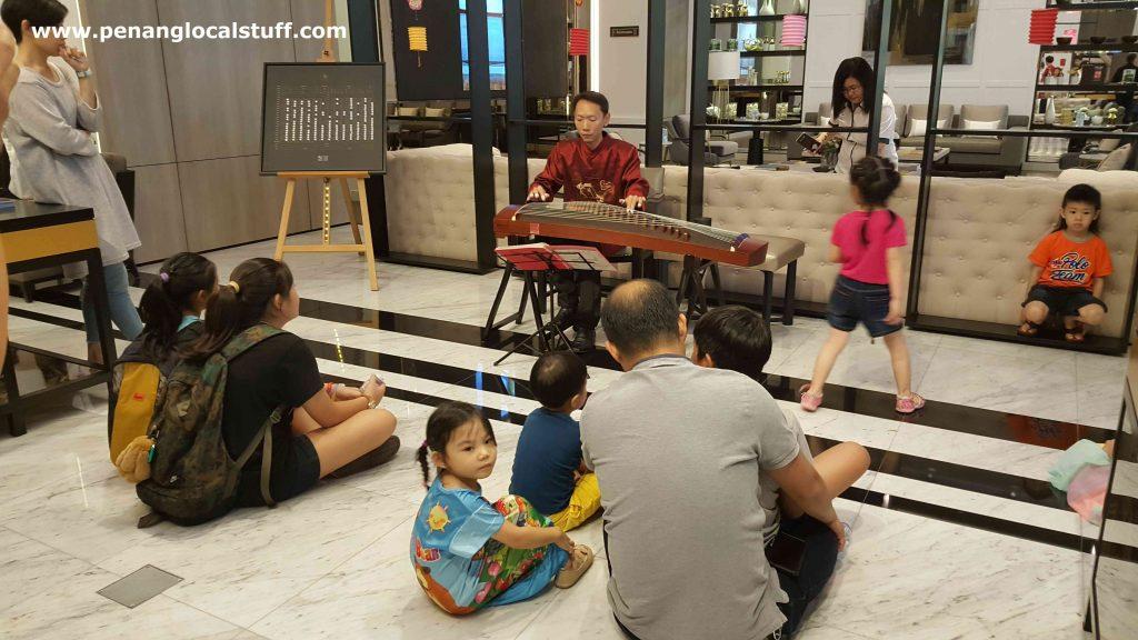 Gu Zheng Performance At Straits Residences