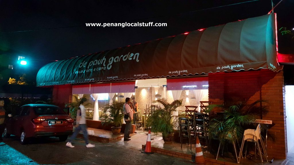 De Pauh Garden Restaurant And Cafe