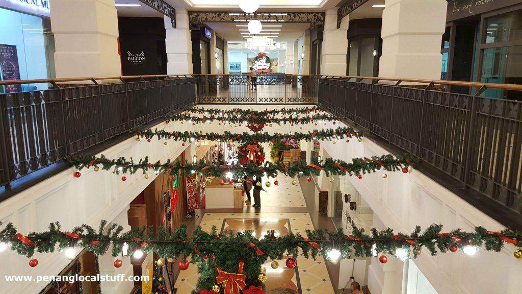 Christmas Decorations At Straits Quay
