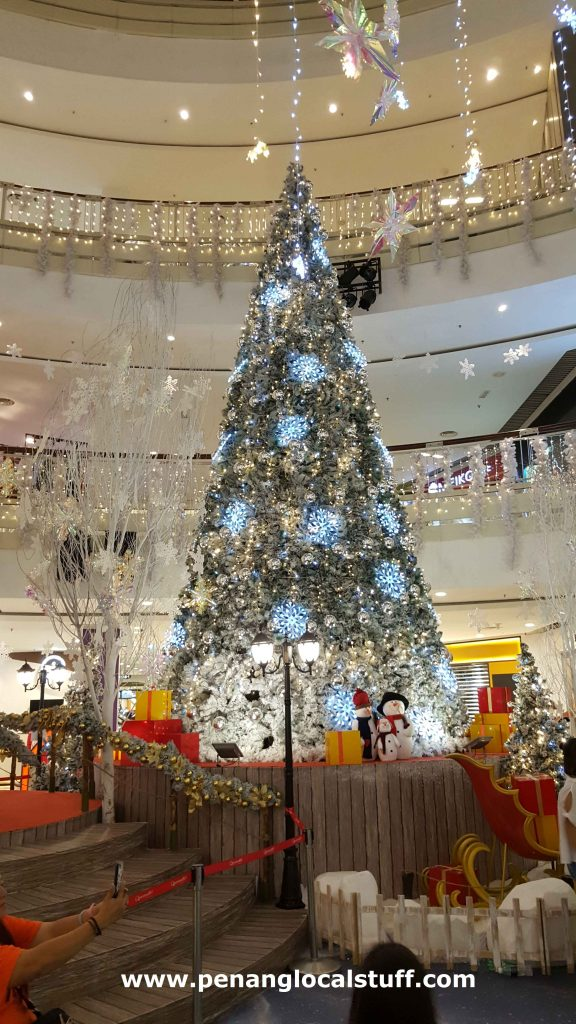 Christmas Tree At Queensbay Mall