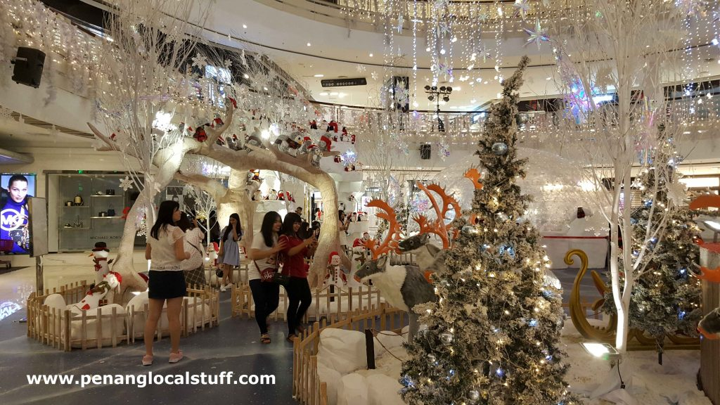 Snowy Christmas At Queensbay Mall