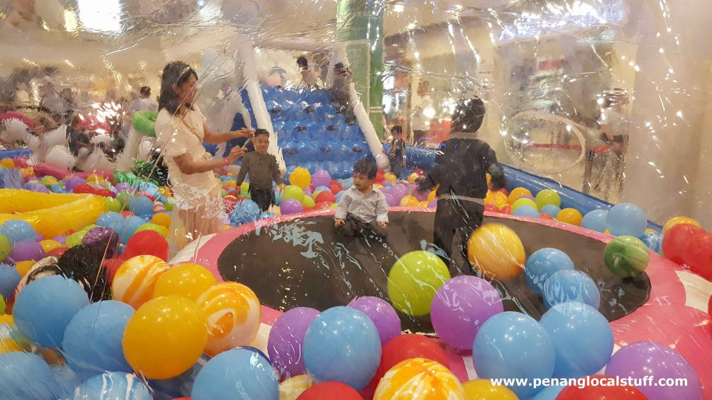 Whale Of Fun Balloon Zone At Queensbay Mall