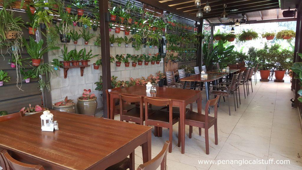 The Garden Lebanon Outdoor Dining